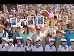"""Многотысячным шествием """"Бессмертного полка"""" почтили память героев ВОВ в Биробиджане"""