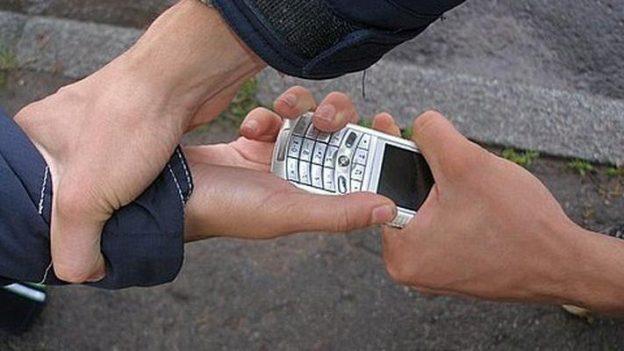 Картинки по запросу грабеж телефона