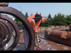 Главный городской фонтан помыли и почистили в Биробиджане