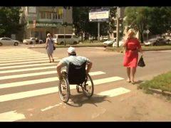 Доступность пешеходных переходов для инвалидов проверили активисты ОНФ в Биробиджане
