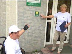 Председатель клуба колясочников Биробиджана проинспектировал улицу Шолом-Алейхема