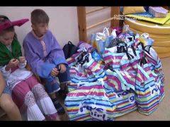 Игрушки и школьные принадлежности подарили детям полицейские ЕАО