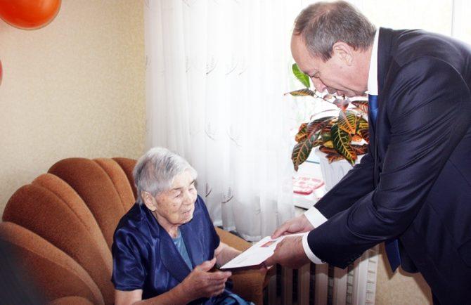 Президент России Владимир Путин поздравил с 95-летием труженицу тыла Елизавету Боброву из Биробиджана