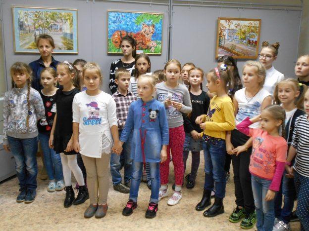 sobyitie-kray-rodnoy-vospeli-vyistavkoy-uchashhiesya-i-prepodavateli-dhsh-13