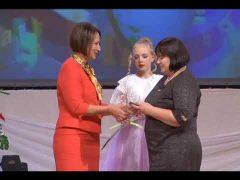 Концертом и наградами поздравили с Днем учителя педагогов ЕАО