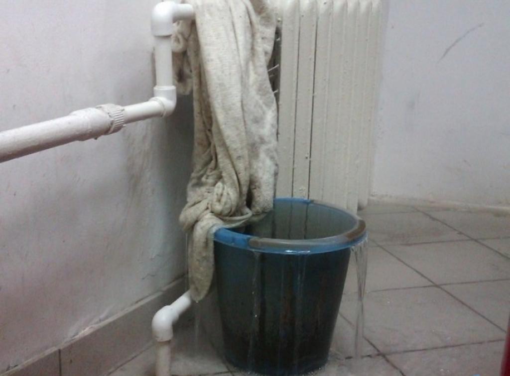 куда звонить если течет вода в квартире