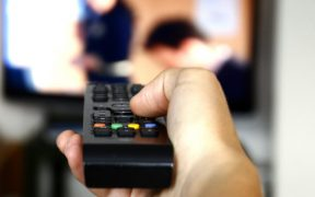 1445775367_people-watching-tv
