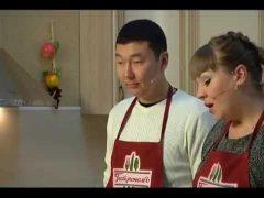 Секретом приготовления пиццы «Минутка» и салата «Бедный студент» поделился Юрий Ким в программе ГастрономЪ