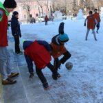 futbolnyim-horovodom-vokrug-elki-startoval-festival-gorodskoy-sredyi-v-birobidzhane-14