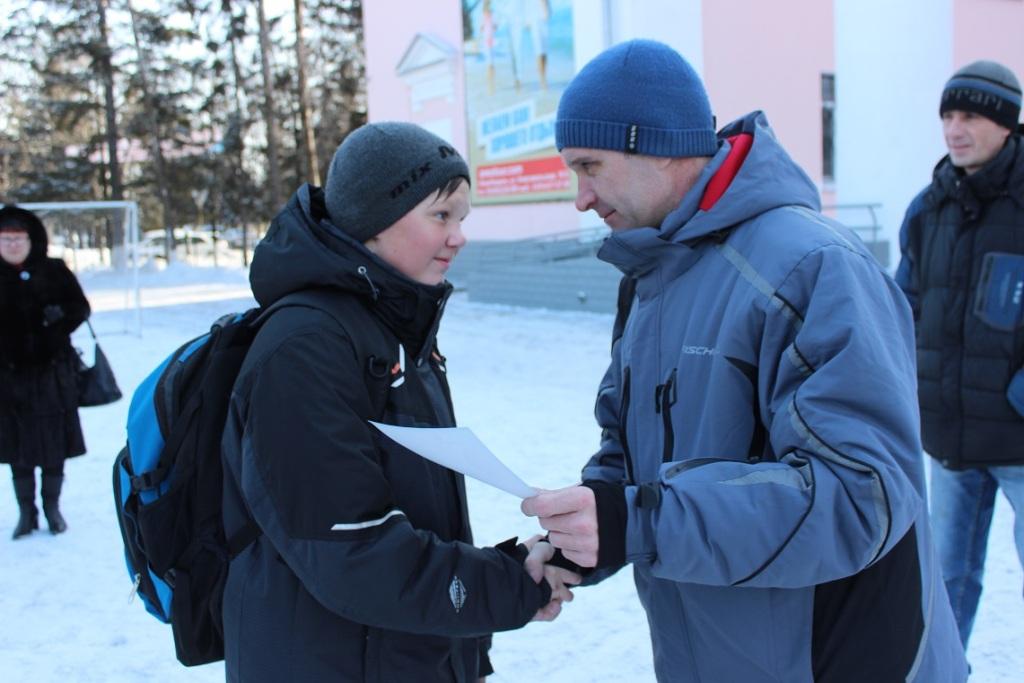 futbolnyim-horovodom-vokrug-elki-startoval-festival-gorodskoy-sredyi-v-birobidzhane-6