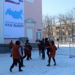 futbolnyim-horovodom-vokrug-elki-startoval-festival-gorodskoy-sredyi-v-birobidzhane-9