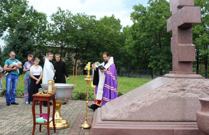 10 человек крестились под открытым небом в Биробиджане накануне Преображения Господня