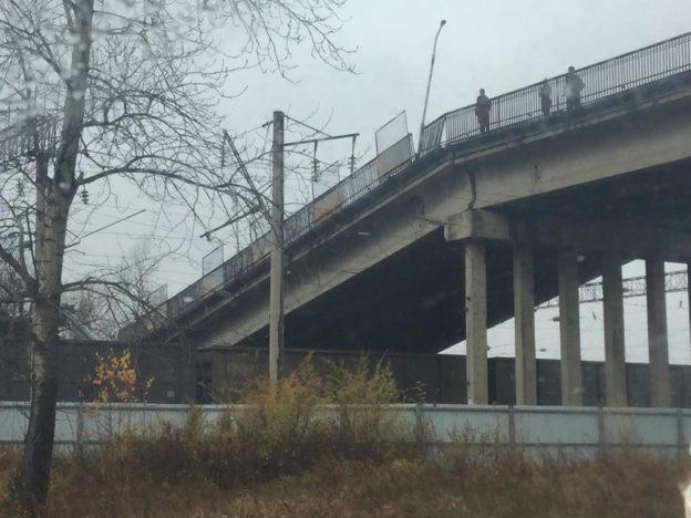 В Российской Федерации  мост обвалился  вместе с грузовым автомобилем : размещено  зрелищное видео