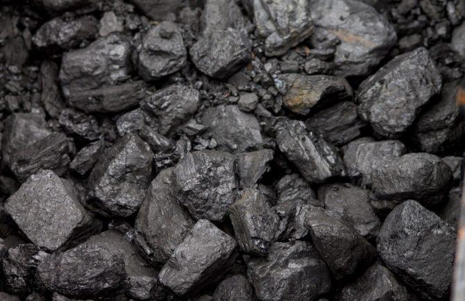 Два вагона угля завезли сегодня в «замерзающий» п. Приамурский ЕАО