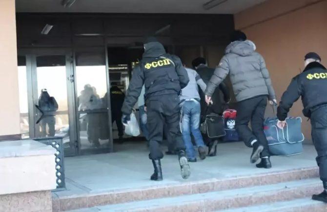 Трех иностранцев выдворят из ЕАО по решению суда