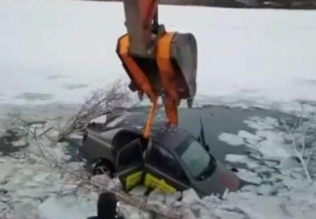 Утопившему автомобиль в карьере в ЕАО водителю грозит штраф за ...