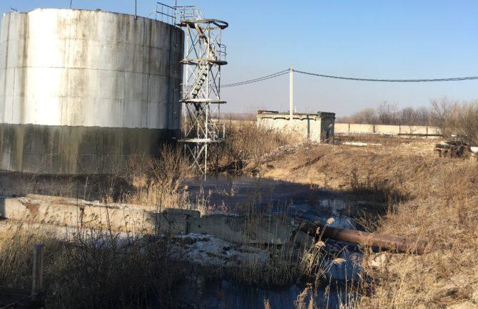 Разлив креозота в с. Аур ЕАО произошел из-за переполненной дренажными водами ливневой канализации (ФОТО)