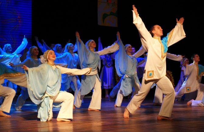 Победу добра песнями и танцами продемонстрировали творческие коллективы Биробиджана во время Пуримшпиля