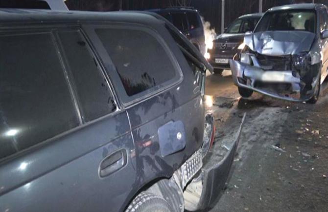 Зажатым между двух машин, оказался водитель сломавшейся иномарки в Хабаровске
