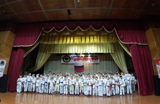 Команда из Биробиджана взяла «серебро» в соревнованиях по борьбе не-ваза в п. Смидович ЕАО