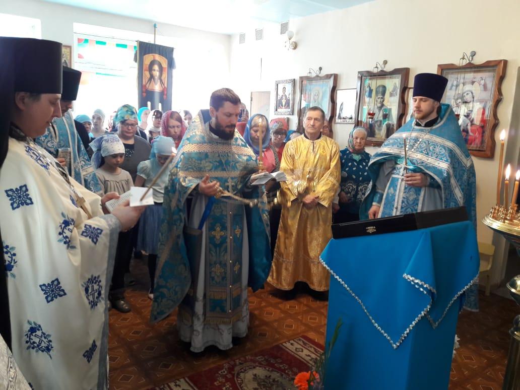 Двойным праздником стало Сретение Господне для прихожан в п. Теплоозерск в ЕАО