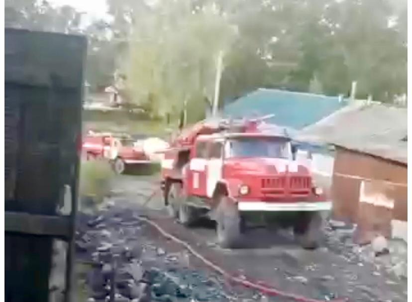 Жилой дом семье с малолетними детьми спасли пожарные в п. Известковый