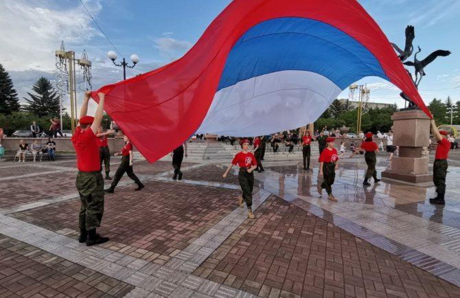 По-спортивному и с музыкой отметили День России в Биробиджане (видео)