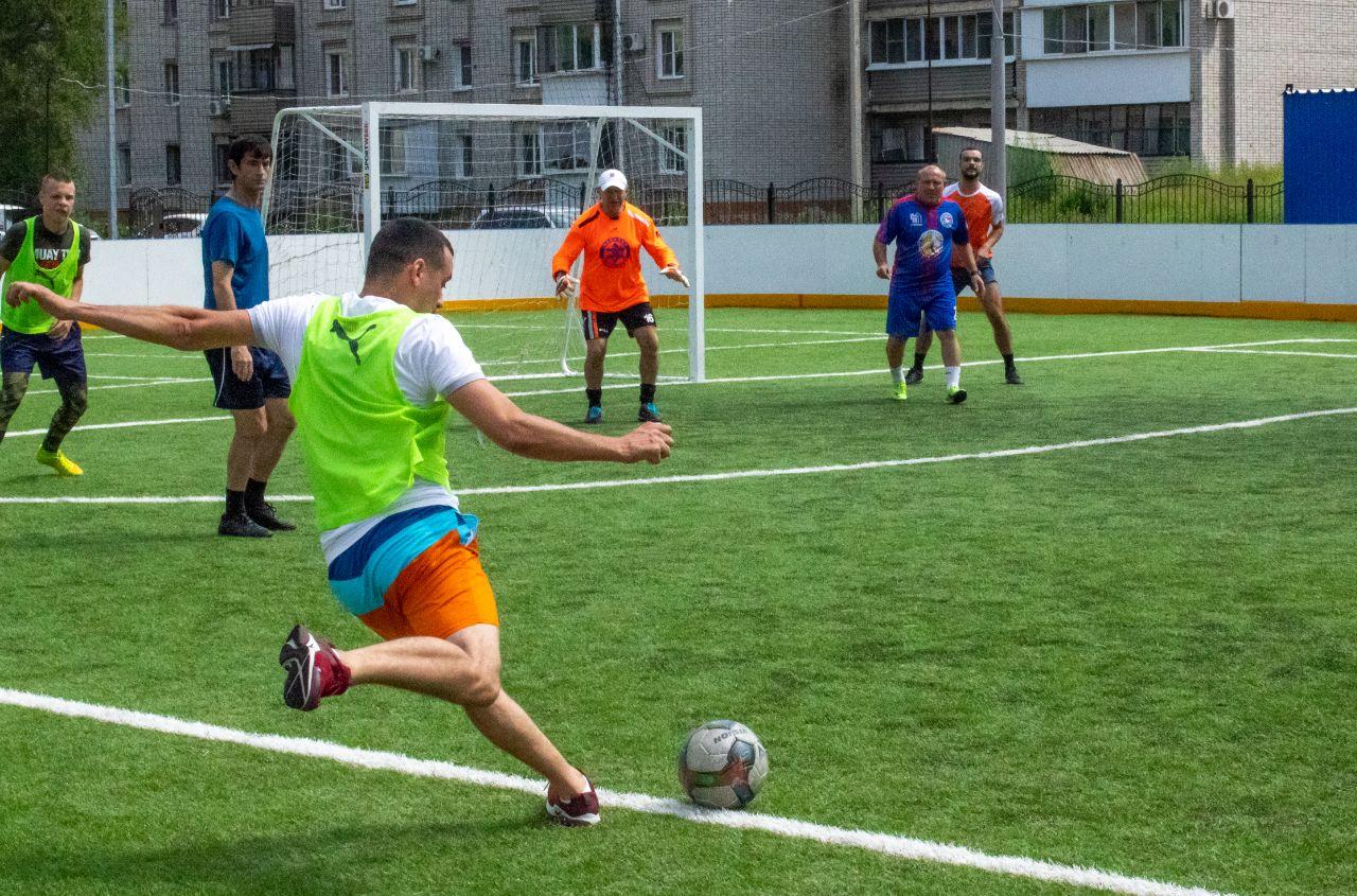 Ветераны «Маккаби» и сборная общины «Фрейд» провели товарищеский матч по футболу в Биробиджане
