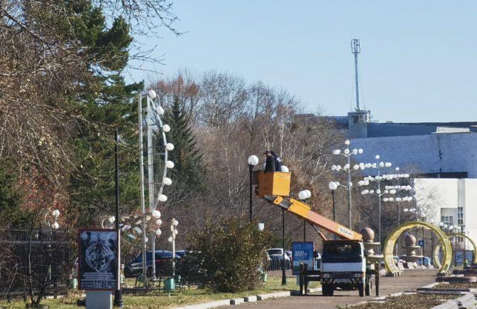Не раньше декабря заменят лампочки на арт-объектах на площади им. Ленина в Биробиджане